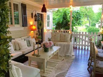 2 farmhouse-style-porch-decorating-ideas-16-1-kindesign