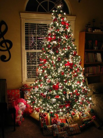 5 christmas-tree-decorating-ideas