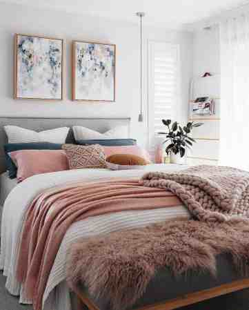 Cozy-bedroom-decorating-ideas-for-winter-11-1-kindesign-1