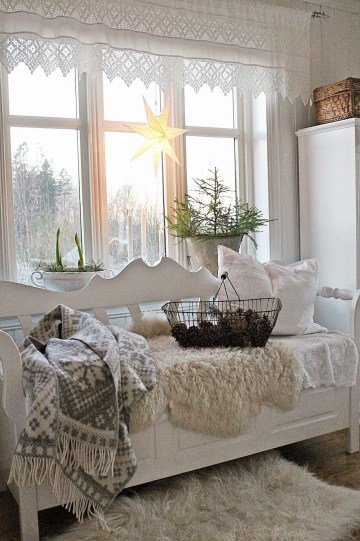 Cozy-winter-reading-bench-with-blankets-via-vibekedesign