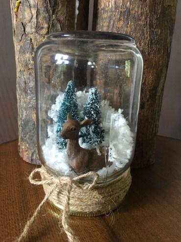 Creative-diy-snow-globe-mason-jars-ideas-26