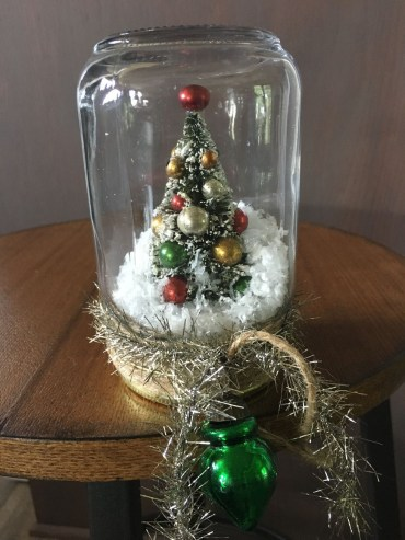 Creative-diy-snow-globe-mason-jars-ideas-27