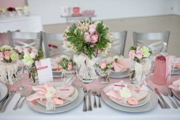 Fresh-spring-wedding-table-decorations