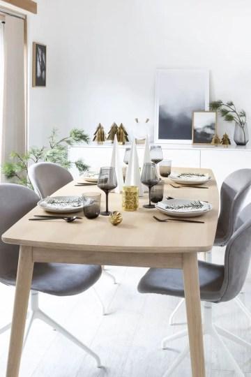 Minimalist-scandi-christmas-dining-room-table-decor-via-hegeinfrance