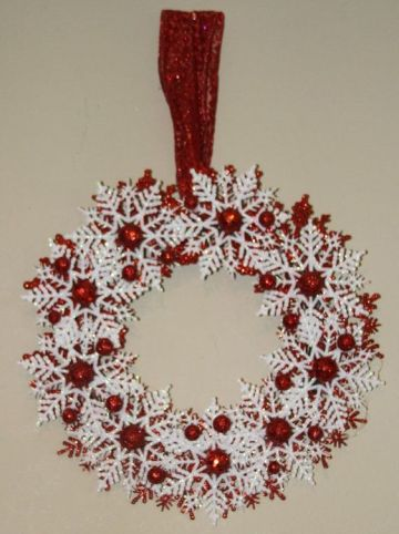 Red-and-white-christmas-snowflake-wreath