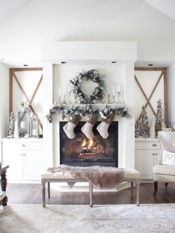 Rustic-chic-christmas-mantel-decor-771x1024