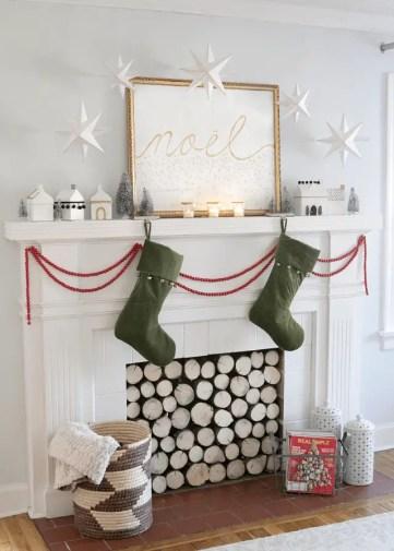 Simple-scandinavian-christmas-mantel