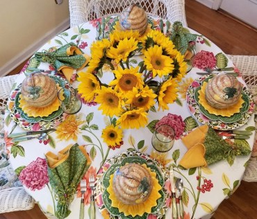 Spring-table-setting-with-a-sunflower-centerpiece