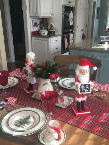 Tartan-table-runner-with-santa