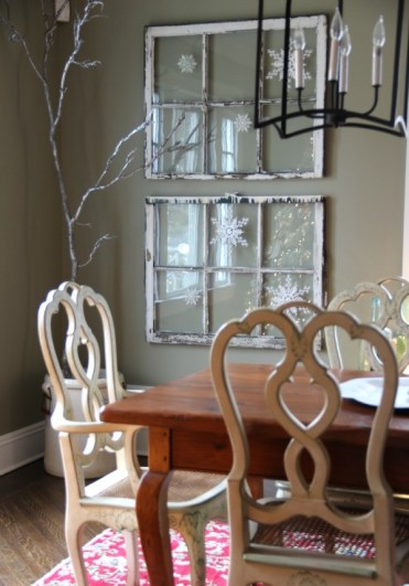 Winter-snowflake-window-decorating-idea