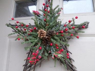 Christmas-twig-star-wreath-swag-decor-berries-434413-772x579