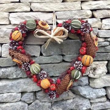 Fruit-decorations-dried-fruit-wreath