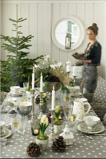 Gray-and-green-winter-tablescape