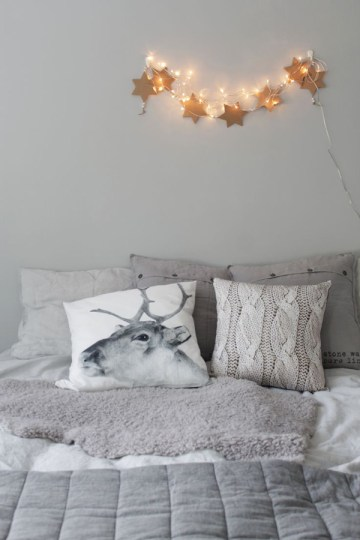 Grey-bedroom-with-winter-ornaments