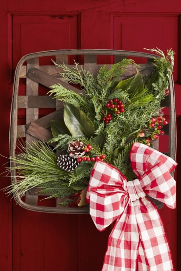 Outdoor-christmas-decorations-wreath-basket-1572882783
