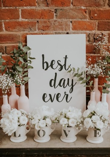 Wedding-decorations-signs