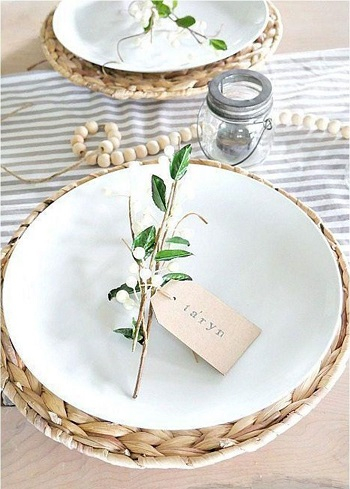 Simple place card holder using spring branches Chic Spring Table Setting Ideas To Enjoy Your Dinner And Lunch