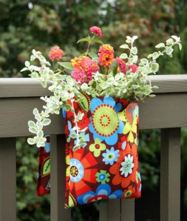 Fabric-bages-with-flowers-for-railing-decorating-1