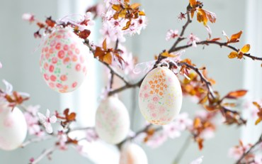 Floral-painted-easter-eggs