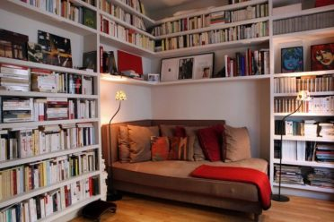 Long-seat-wedged-in-corner-nook-pillow-600x400-1