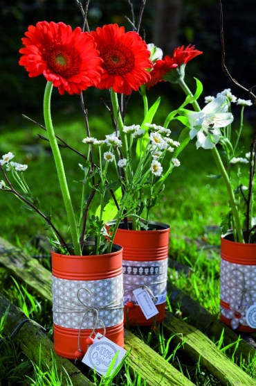 Painted-tin-can-craft-ideas-garden-diy-flower-vases-decoration