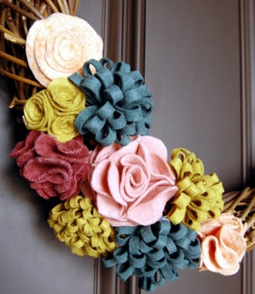 Spring-decorating-ideas-beautiful-arrangements-for-the-panel-and-the-door-9-263
