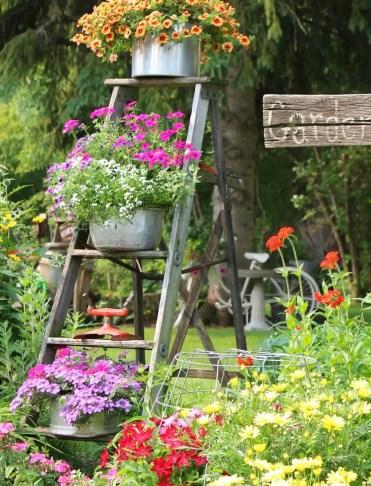03-vintage-garden-decor-ideas-homebnc