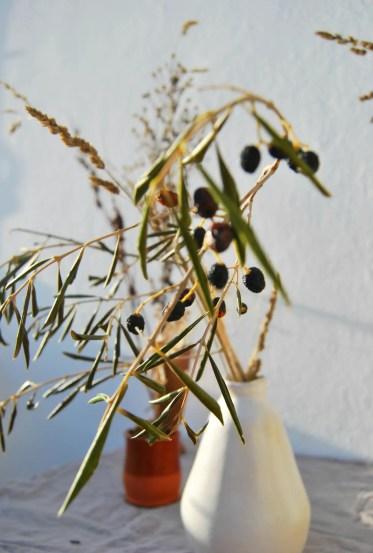 1-dried-floral-arrangements-grasses-branches-chelsea-fuss-1466x2190-1