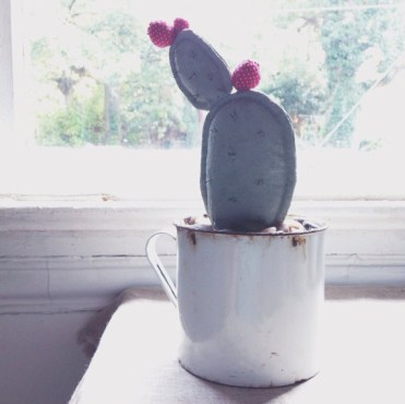 2-embroidered-pin-cushion-cactus