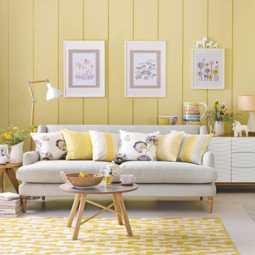 3-ideal-home-yellow-country-living-room-simon-whitmore-920x920-1