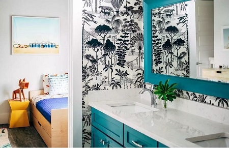 Bathroom with tropical touches