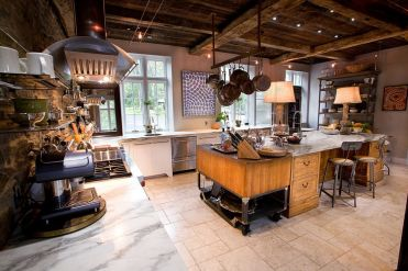 Eclectic-farm-home-with-vintage-industrial-kitchen