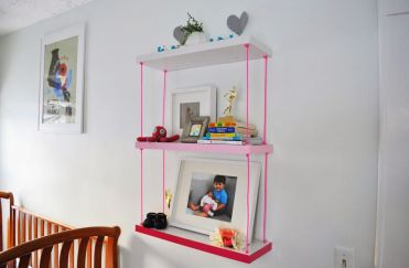 Hanging-ombre-shelves-with-pink-rope