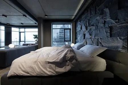 Picturesque apartment design with dark masculine interior 3