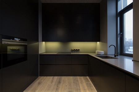 Picturesque apartment design with dark masculine interior 4