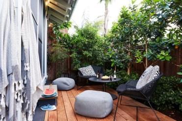 Small-wood-deck-patio-design-urban-style