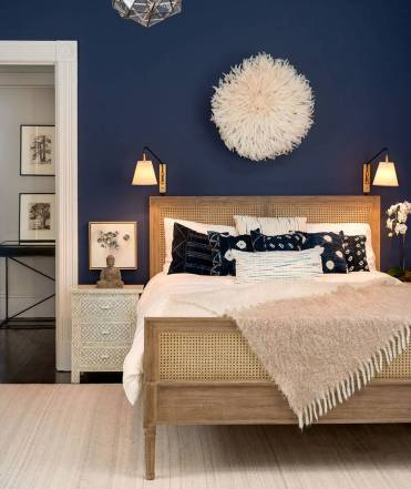 The-dark-blue-wall-is-complimented-by-beige-elements