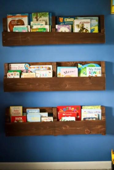 Wood-pallet-bookshelf-2