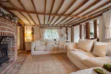 1-cottage-style-living-room-oct152019-07-min