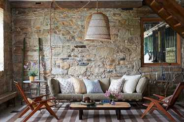 2-stacked-stone-walls-for-living-room