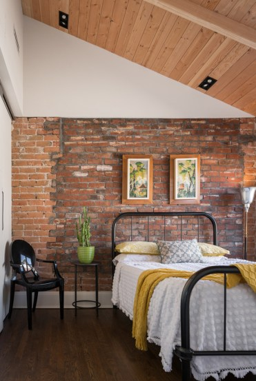 3-59-cool-interiors-with-exposed-brick-walls-4