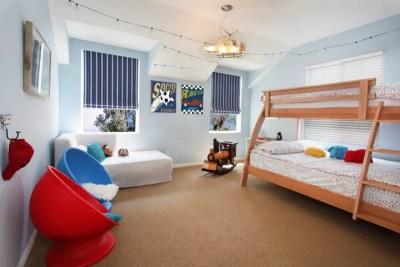 Kids' bedroom with string lights