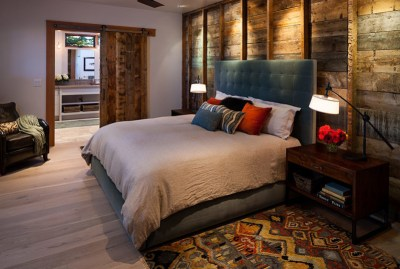 Mind-blowing bedroom with barndoor