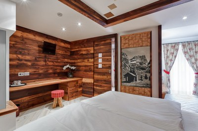 Small bedroom with white and wood