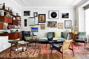 Vivacious-eclectic-living-room-with-a-fabulous-brick-wall-backdrop