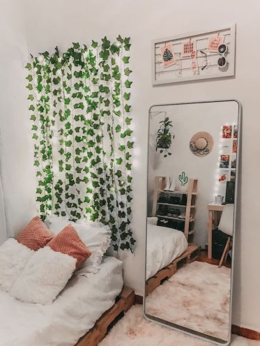 Teenager-tumblr-room-inspiration-hanging-climbing-plant-fluffy-pink-carpet-big-mirror-without-frame-decoration-articles-bedroom-girl