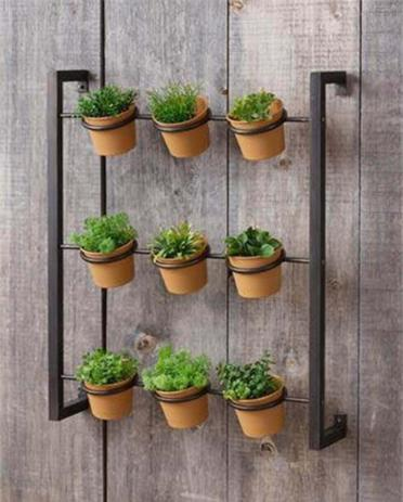 1-02-wall-mounted-herb-garden-on-a-wood-pallet-wall