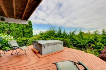 1-cozy-deck-with-jacuzzi-overlooking-scenic-nature-e1574161315845