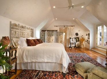 2-burnished-plaster-walls-and-central-asian-styled-screen-give-the-room-a-touch-of-moroccan-vibe