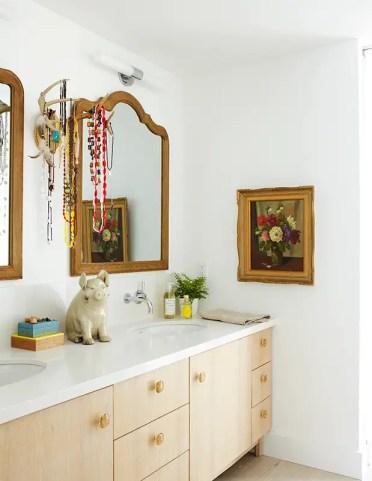 29-stanze-in-legno-bianche-collane-masterbath-su-corna-e-pittura-floreale